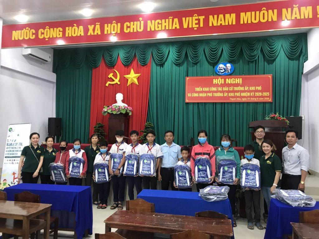 Tập đoàn Bamboo Capital trao 600 phần quà tại Huyện Thạnh Hóa và Huyện Thủ Thừa, Tỉnh Long An nhân dịp Quốc tế Thiếu nhi và hưởng ứng tháng hành động vì trẻ em năm 2020